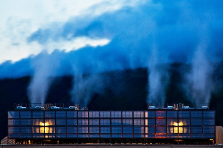 heres-steam-shooting-out-of-the-dalles-data-center-in-oregon-as-its-cooling-down