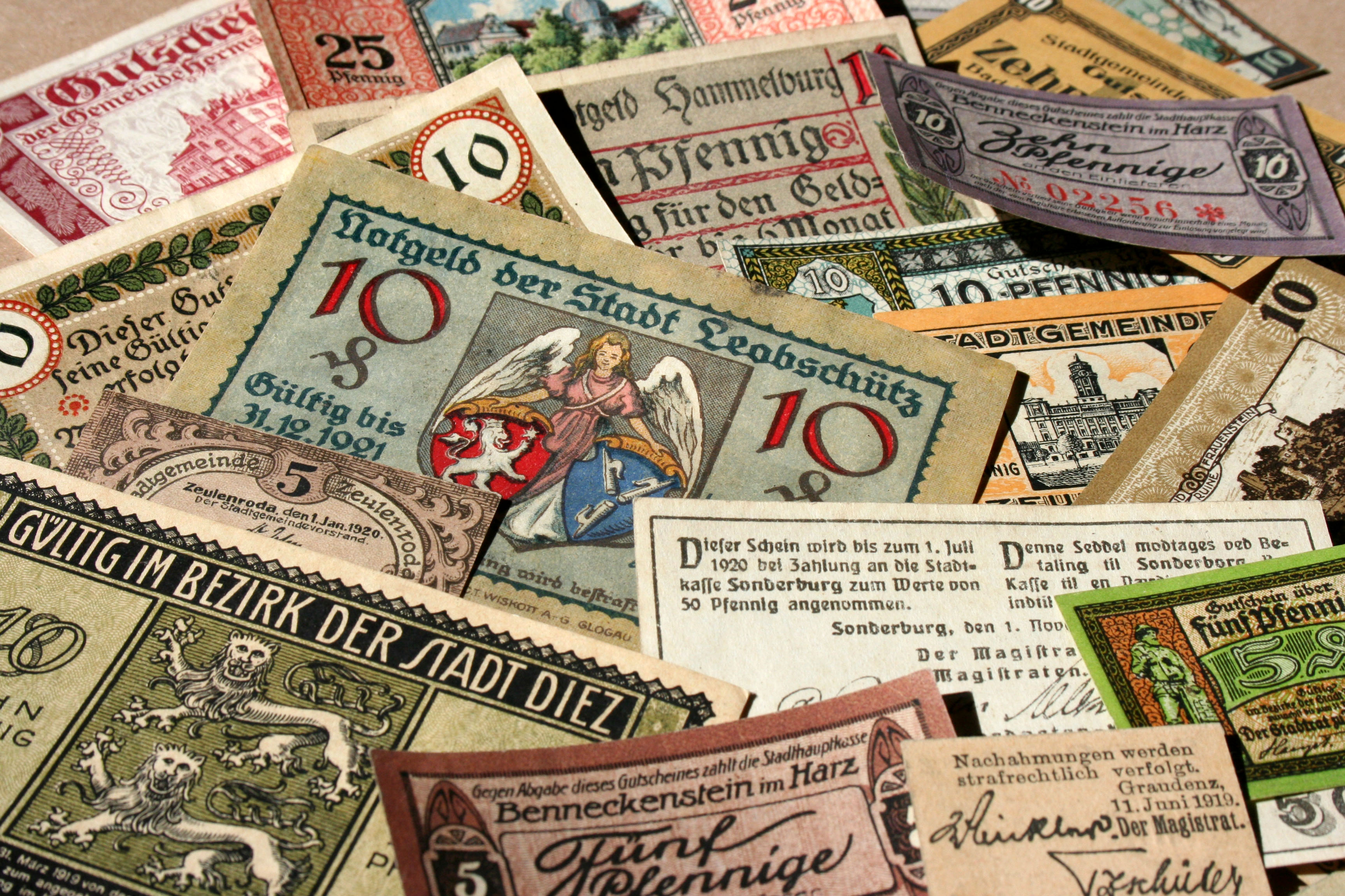 german_banknotes_in_1917-19192c_the_town_money